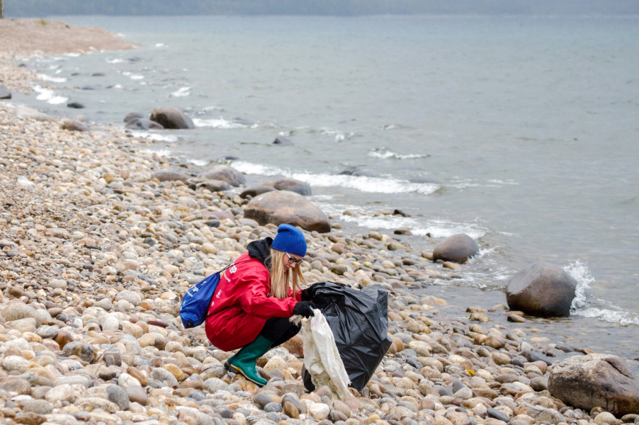 Уборка мусора на Байкале в рамках всероссийского экологического волонтерского марафона «360 минут»